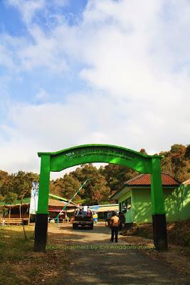 Gerbang tiket masuk TWA Talaga Bodas.
