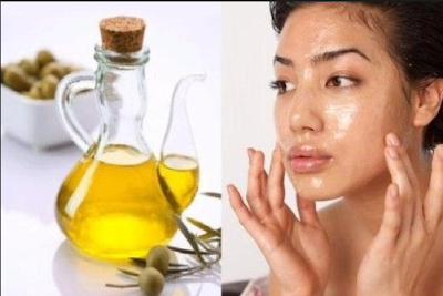Manfaat minyak zaitun untuk kulit wajah yang lainnya adalah untuk menghaluskan wajah. Namun untuk hasil yang lebih maksimal, Anda bisa menggunakan minyak zaitun dicampur dengan buah pepaya dan dijadikan masker. Enzim papain yang ada dalam pepaya dapat membantu meregenerasi kulit. Vitamin A, C, dan E sebagai anti-oksidan akan turut membantu menutrisi, melembapkan kulit Anda, dan menghaluskan wajah Anda.