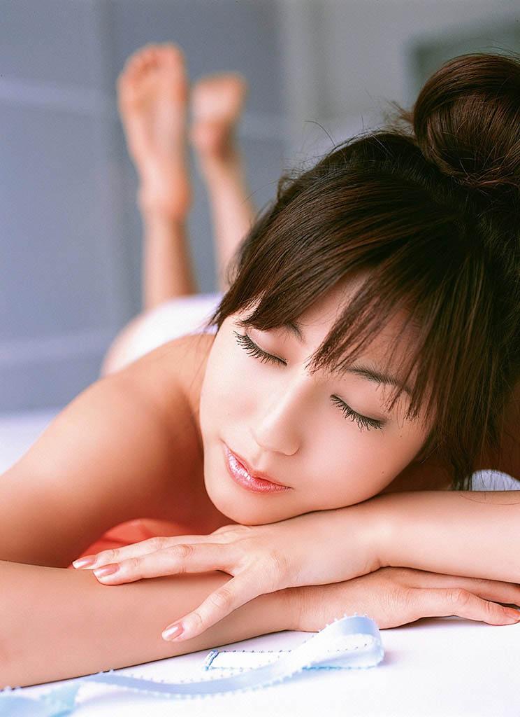 yumi sugimoto sexy bikini pics 02