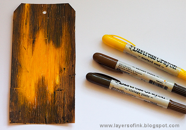 Layers of ink - Wood plank background tutorial by Anna-Karin Evaldsson with Ranger Tim Holtz Distress Crayon