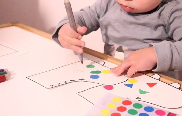 dessiner avec un bébé