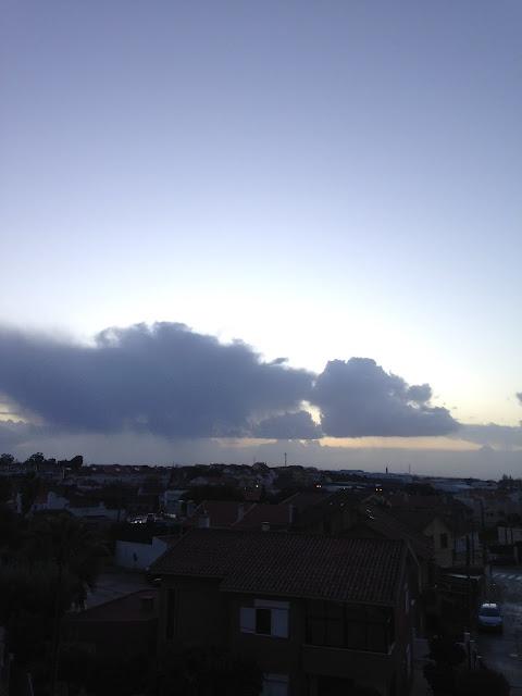 Céu com nuvens depois da tempestade Ana