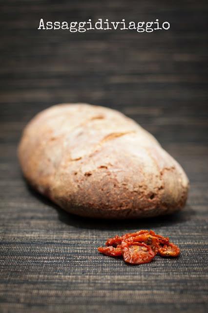 pane ai pomodori secchi ed origano con esubero di lievito madre