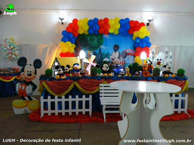 Decoração de mesa tema do Mickey para festa de aniversário infantil