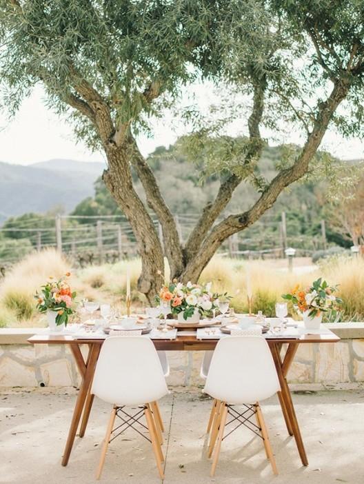 mesa nupcial bajo un arbol chicanddeco