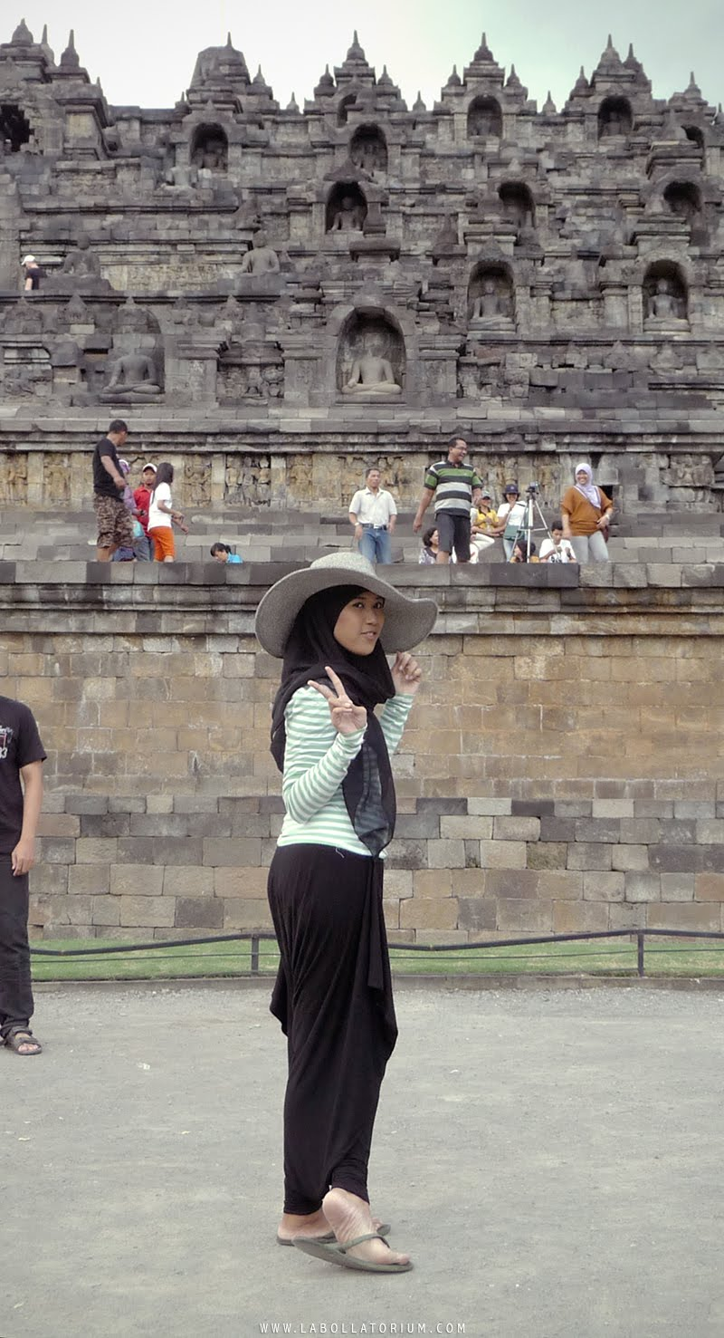 Tips Solo Traveling Aman dan Nyaman untuk Para Hijabers Borobudur