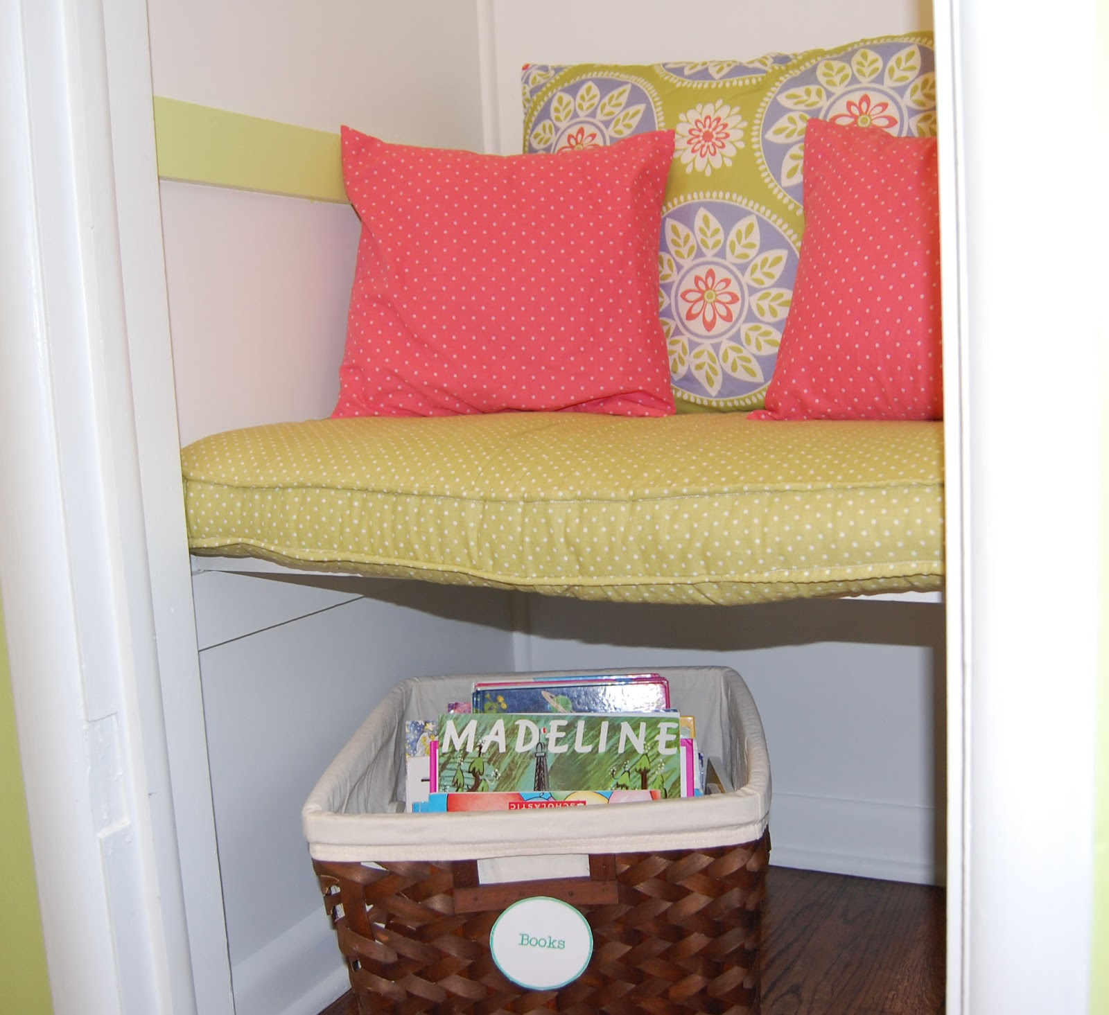 Reading Nook Floor Pillows Createinspiremotivate Closet Reading Nook