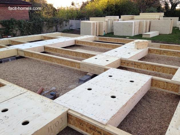 Chasis de madera del piso de una vivienda en construcción con elementos sistematizados