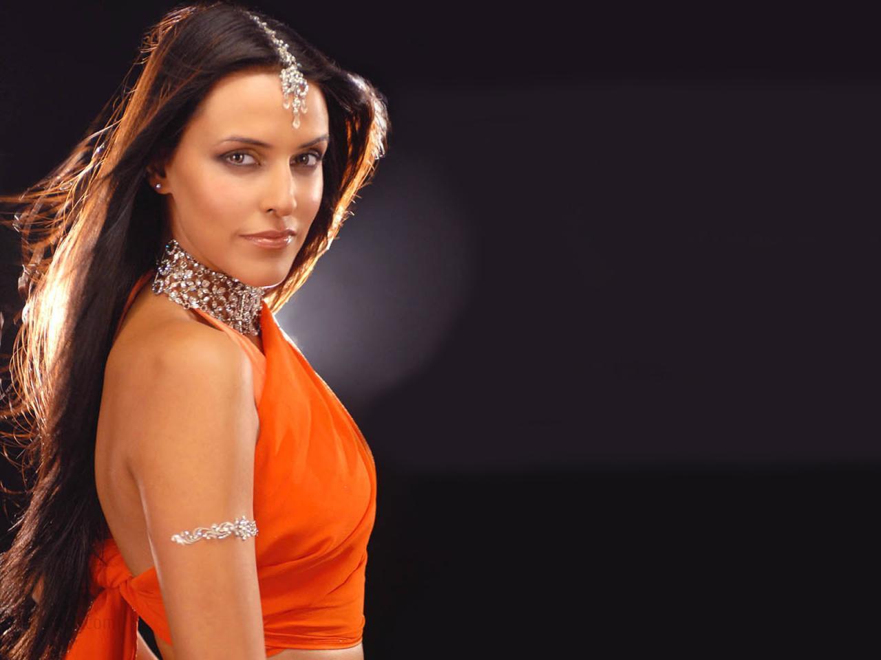 Mahie Gill Hot Photos in Saree ~ High Quality Bollywood ...