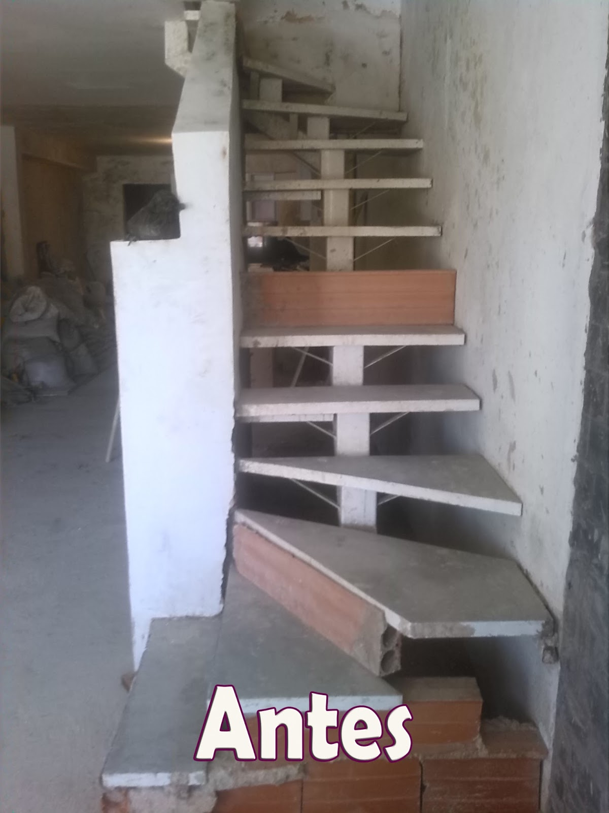 Arte y dise o pegado de c ramica en escalera for Escaleras baldosas ceramica