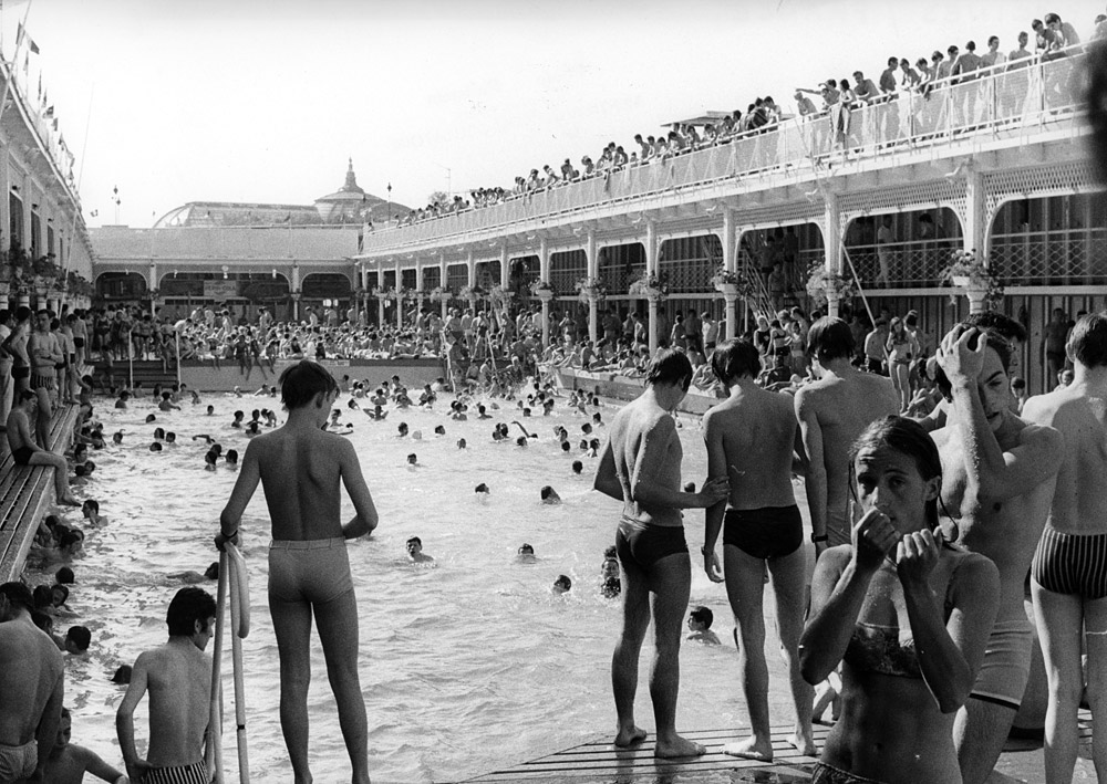 The Swimming Pool that Sank and other Watery Tales  Invisible Paris