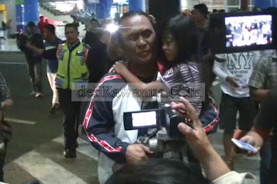 Royke Montolalu saat tiba di Bandara Sam Ratulangi