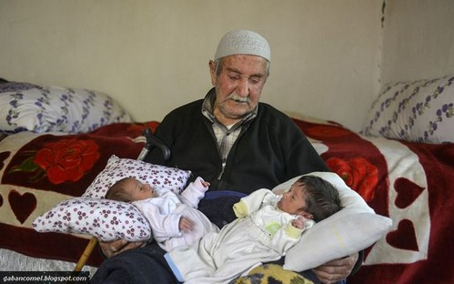 Ayah Berumur 85 Tahun Dapat Anak Kembar Pada Usia Tua