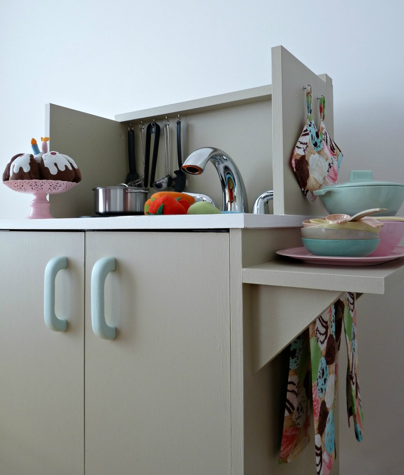How to build a play kitchen - instructions and tutorial
