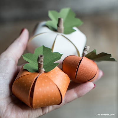https://liagriffith.com/diy-paper-pumpkin/
