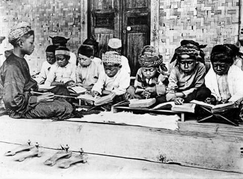 Download Makalah Tentang Pendidikan Islam Era Wali Songo Terhadap Pengaruh Kebudayaan Hindu-Budha