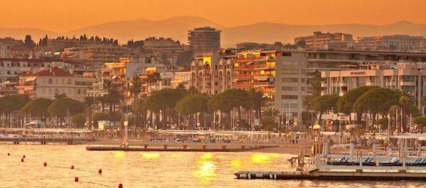 Pour votre voyage Cannes, comparez et trouvez un hôtel au meilleur prix.  Le Comparateur d'hôtel regroupe tous les hotels Cannes et vous présente une vue synthétique de l'ensemble des chambres d'hotels disponibles. Pensez à utiliser les filtres disponibles pour la recherche de votre hébergement séjour Cannes sur Comparateur d'hôtel, cela vous permettra de connaitre instantanément la catégorie et les services de l'hôtel (internet, piscine, air conditionné, restaurant...)