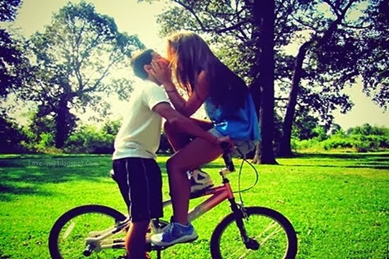 kissing couples,kissing couples on bicycle,Romantic cute sweet couple images Nice love images, Love couple images, Real love images, Love cute images, Romantic images,  Hug Images, Lovely romantic images, 4truelovers images,Love cute images