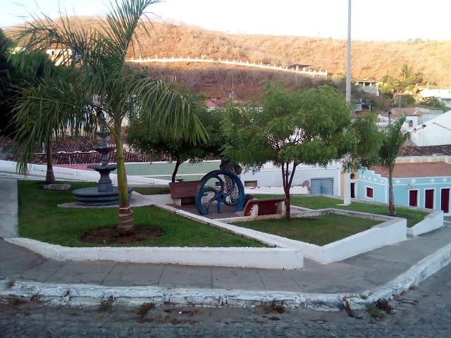 www.canionsxingo.com.br - Praça Memezio Teixeira fica localizada no centro histórico de Piranhas - AL