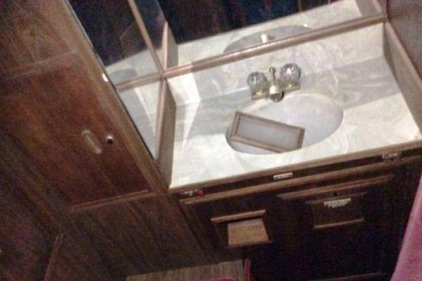 Wastafel Interior pesawat pribadi Elvis Presley