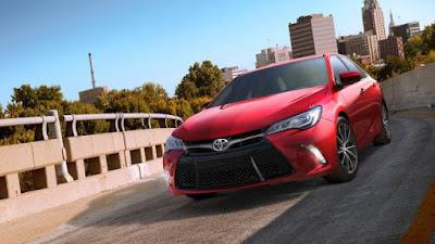2017 Toyota Camry sedan car image