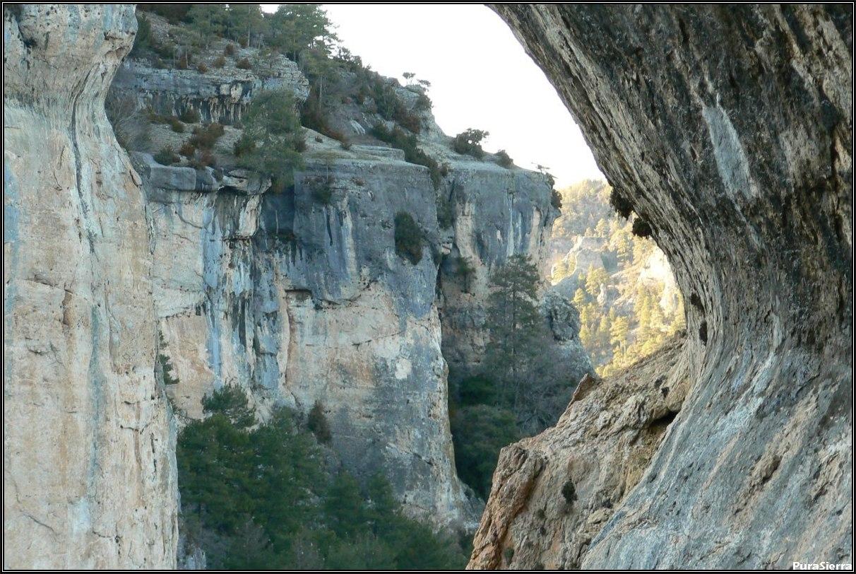 Paredes verticales que cierran el Rincón Del Buitre (El Hosquillo)
