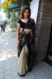 Neetu Chandra in Black Saree at Designer Sandhya Singh Store Launch Mumbai (37).jpg