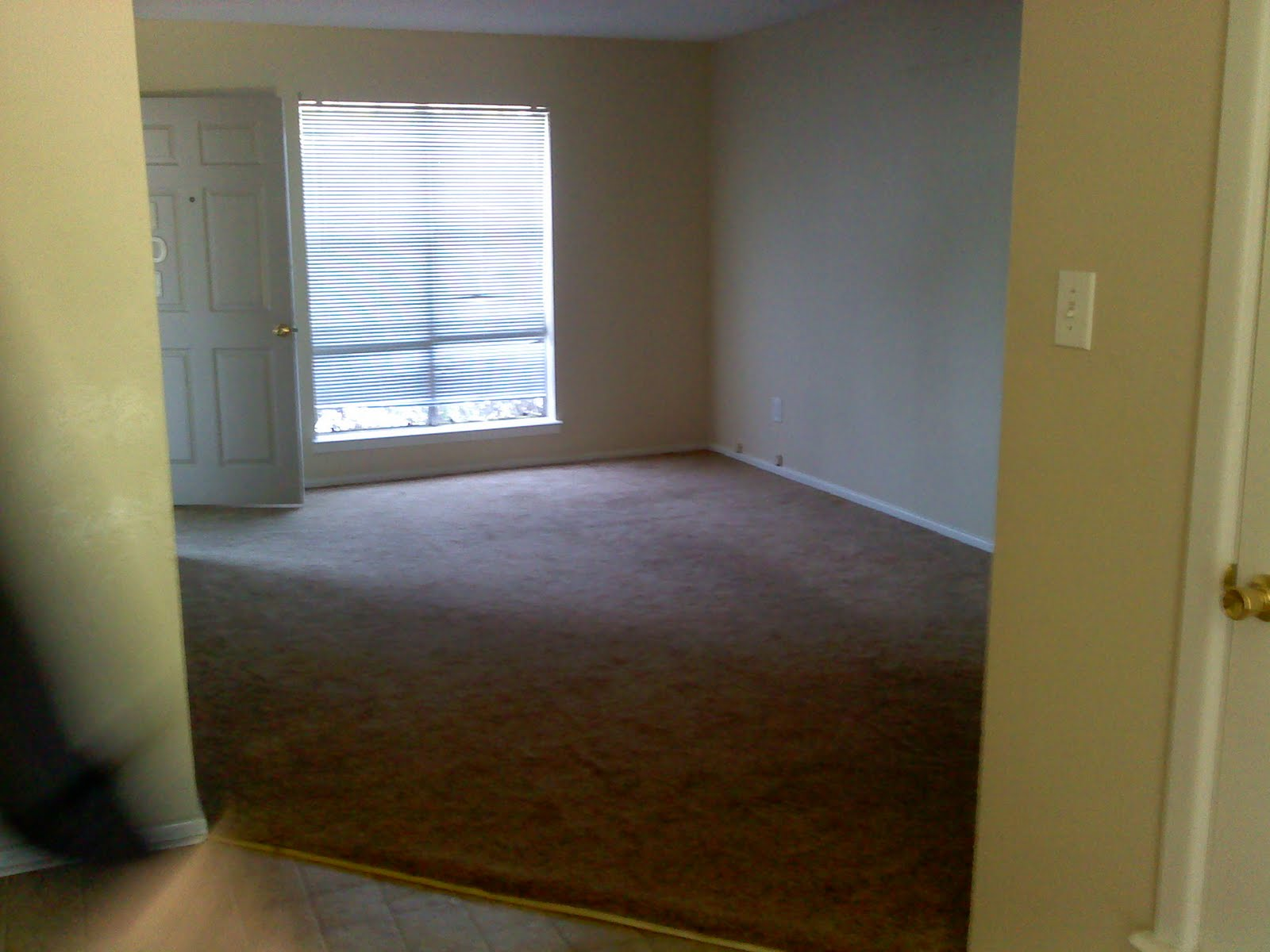EmbroiDiva: My empty apartment!