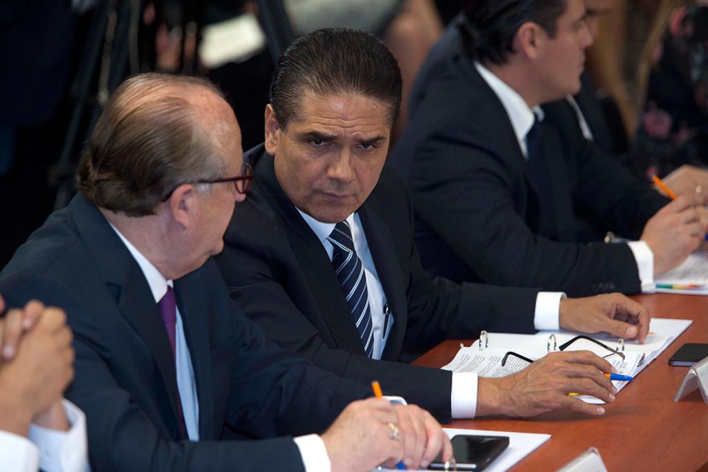 Entregan 12 mdp a familias de militares caídos en Michoacán