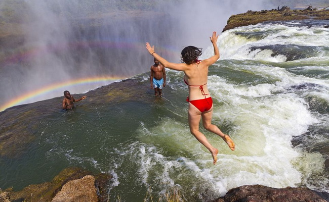 www.Xvlor.com Victoria Falls or Mosi-oa-Tunya is largest waterfall in the world