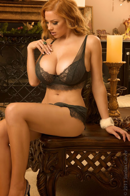 hot-sexy-Jordan-Carver-Christmas-2011-photo-shoot-picture-6