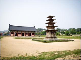 วัดชองนิมซาจิ (Jeongnimsaji Temple)