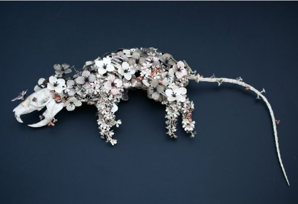 Taiichiro Yoshida arte esculturas animais feitos de flores de metal surreal bizarro