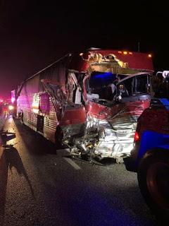 Banda cristã agradece a Deus depois de escapar ileso de acidente de ônibus da turnê