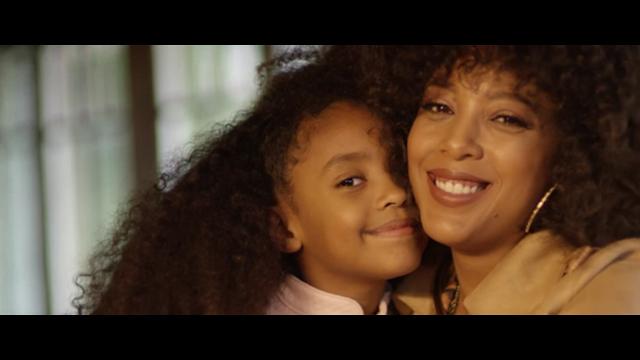 Negra Li lança clipe em homenagem as mães