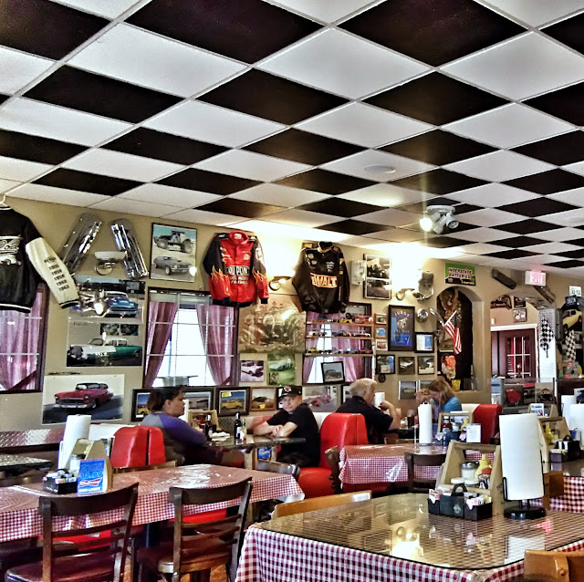 lunch in kingman arizona at ma and pa's hot rod cafe