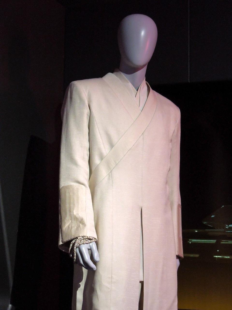 Tron Legacy Kevin Flynn costume & Kevin Flynn costume worn by Jeff Bridges in Tron Legacy ...