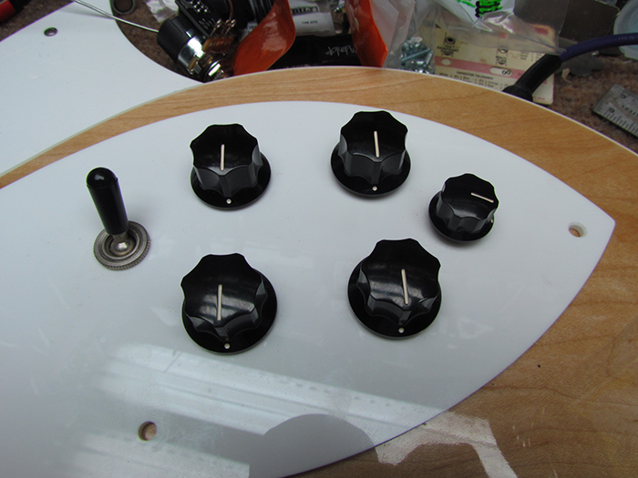 Rickenbacker Treble Cap Switch Mod Crawls Backward (When Alarmed)
