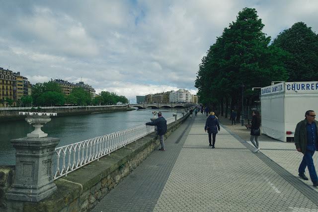 川「ウルメア」沿い