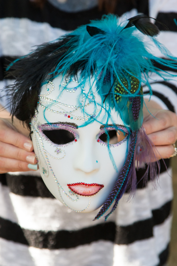 Feathered Masks @craftsavvy #craftwarehouse #diy #masks #costume #halloween