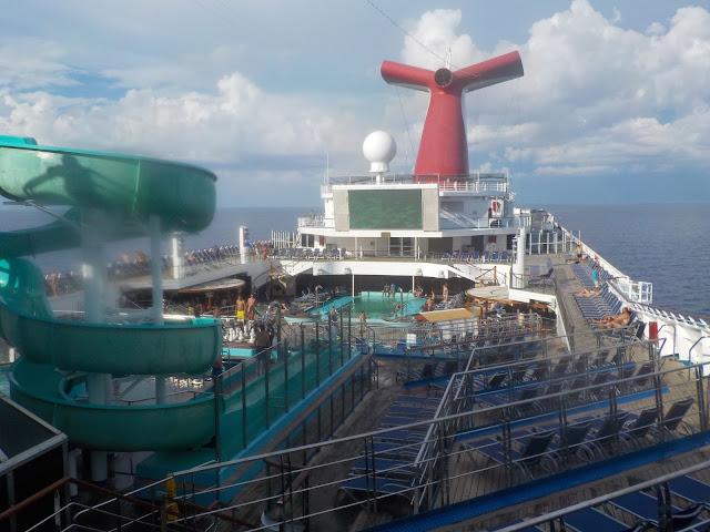 Carnival Glory laiva liukumäki altaat