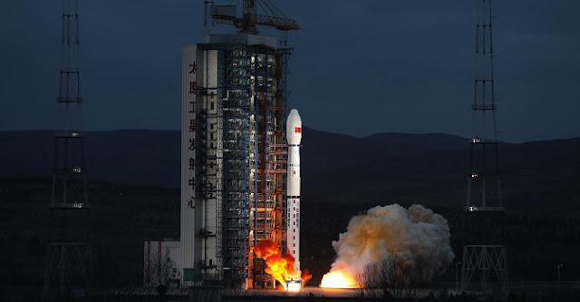Long March 4B rocket lifts off with Haiyang-2B satellite on October 25, 2018. Image Credit: Xinhua.