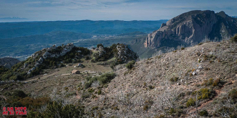Collado, junto al Mirador. A la derecha Peña Ruaba, a la izquierda el Moncayo.