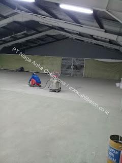 memilih cat lantai berkualitas