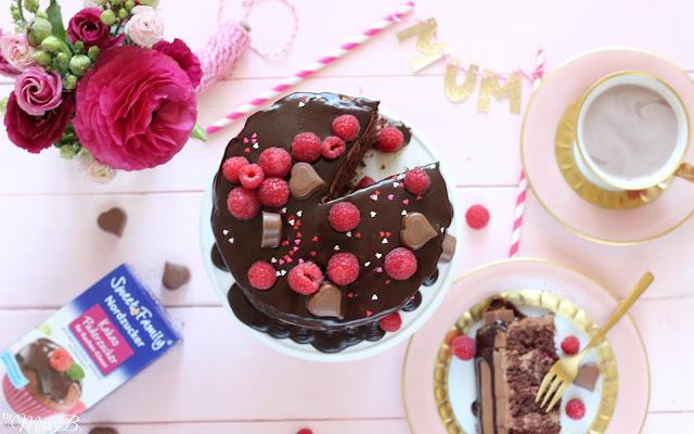 Schokoladigste Muttertagstorte - Drip Cake [mit SweetFamily Kakao-Puderzucker]