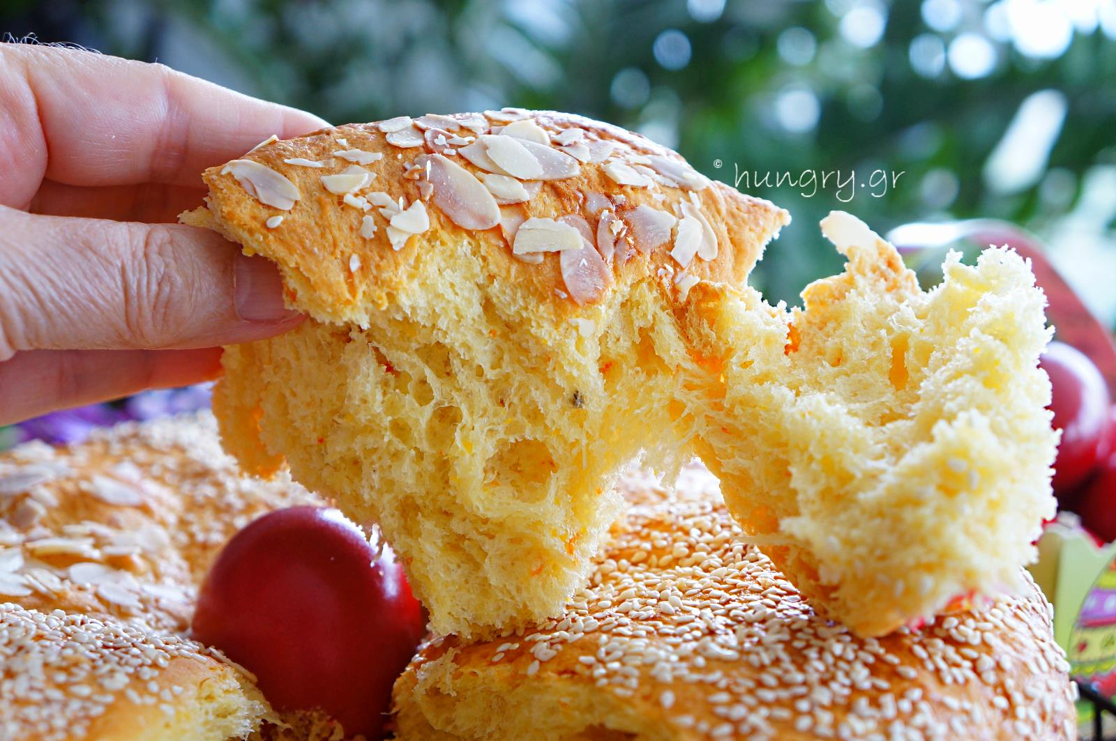 how to serve greek easter bread
