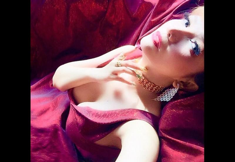Roro Fitria pamer foto seksi dengan payudara terbuka