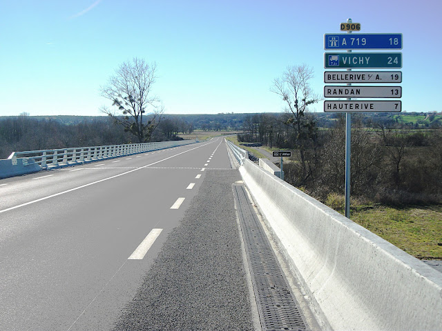 Franchissement de l'Allier par la nouvelle route départementale 906, le 21 février 2016.