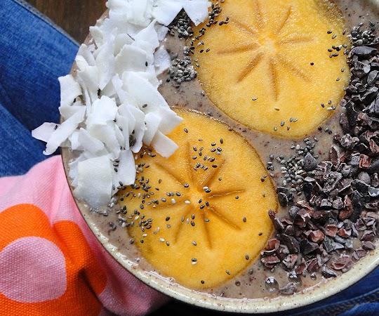Migdałowo-kokosowo-czekoladowe smoothie bowl