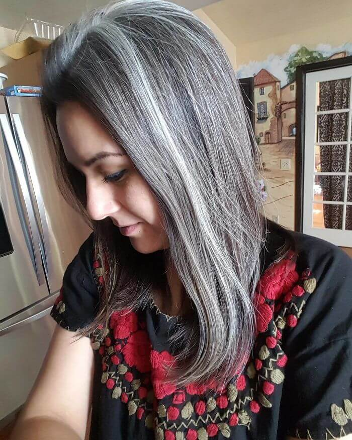 50 Women Who Didn't Dye Their Gray Hair And Still Look ...